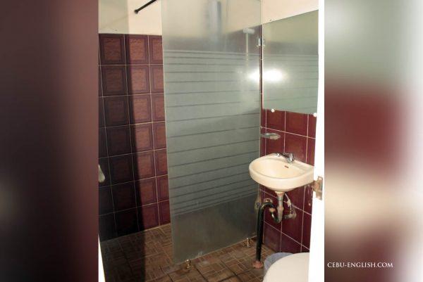 学校寮トイレ&シャワー