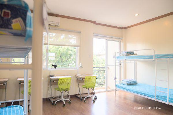 シェアハウス寮寝室
